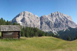 Alpine hut in the Dolomites 4